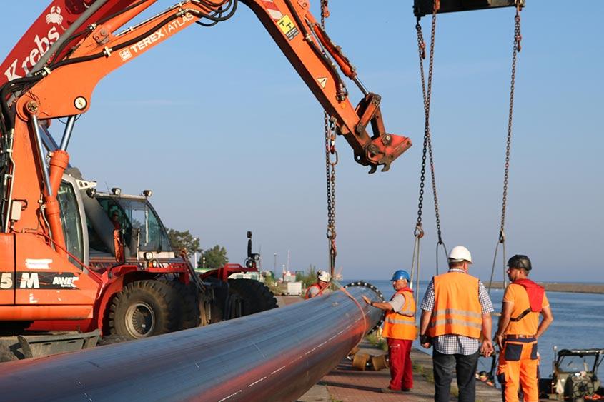 Lubmin: Power Protect Rohre wurden für ein Leerrohrsystem für ein 220 kv Kabel im Horizontalspühlborverfahren eingesetzt. Auftraggeber: 50 Hertz Offshore GmbH.